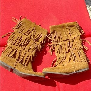 Minnetonka brown fringe boots ❤️